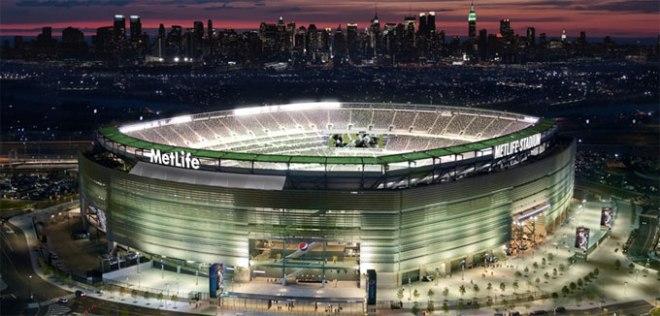 Le MetLife Stadium, situé à l'ouest de la rivière Hudson séparant Manhattan et les marécages du New Jersey.
