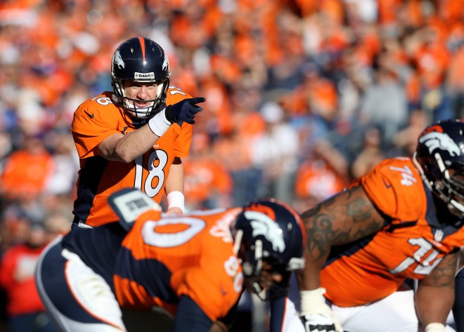 Peyton Manning dirige l'attaque des Broncos de Denver de main de maître.